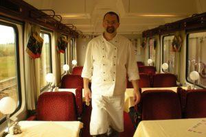 Pavel Peterka ještě jako kuchař ve vlaku z Prahy na Sylt