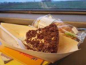 Tvarohový dort v RegioJetu. Foto: Jan Sůra