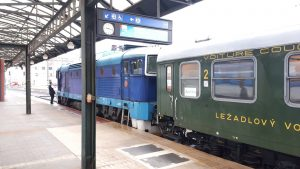 První den provozu překvapila Arriva nasazením retro soupravy mezi Prahou a Tanvaldem