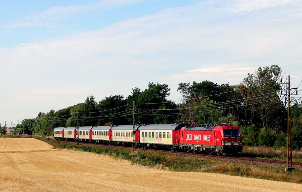 Vlak švédského dopravce Snälltåget. Foto: Snälltåget