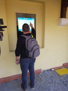 Informační obrazovka v Třebívlicích. Foto: Jan Sůra