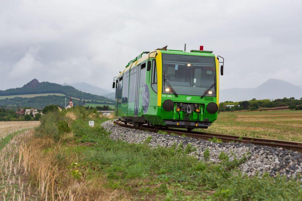 Jednotka RegioSprinter na Švestkové dráze. Foto: Petr Dobiašovský / AŽD Praha