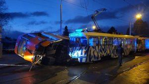 Srážka tramvají v Liberci v Dolním Hanychově.