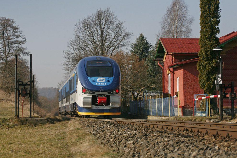 Motorová jednotka RegioShark ve Velkém Valtinově. Foto: České dráhy