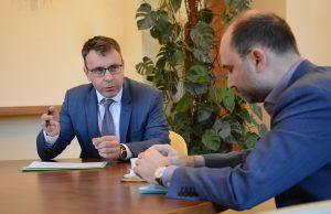 Ministr dopravy Vladimír Kremlík pohrozil řediteli Arrivy Danielu Adamkovi vypovězením smlouvy. Pramen: FB Vladimíra Kremlíka