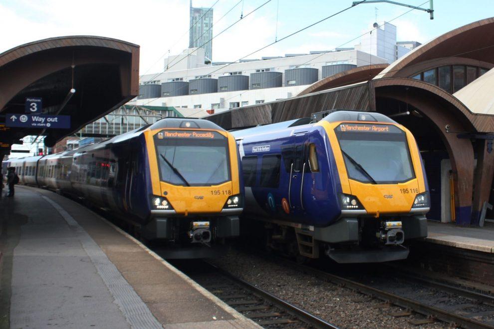 Vlaky Arriva Rail North v Manchesteru. Foto: Geof Sheppard / Wikimedia Commons