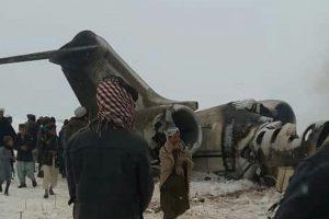 Havarovaný letoun v Afghánistánu. Foto: Twitter / Natsecjeff