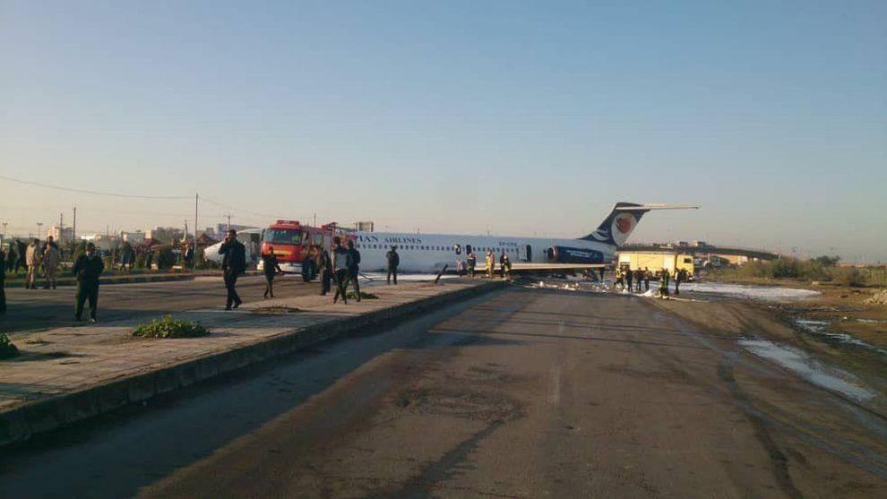Letadlo McDonell MD-83 Caspian Airlines po vyjetí dráhy v Mahshahru. Foto: Cyrus Ardeshir / Twitter
