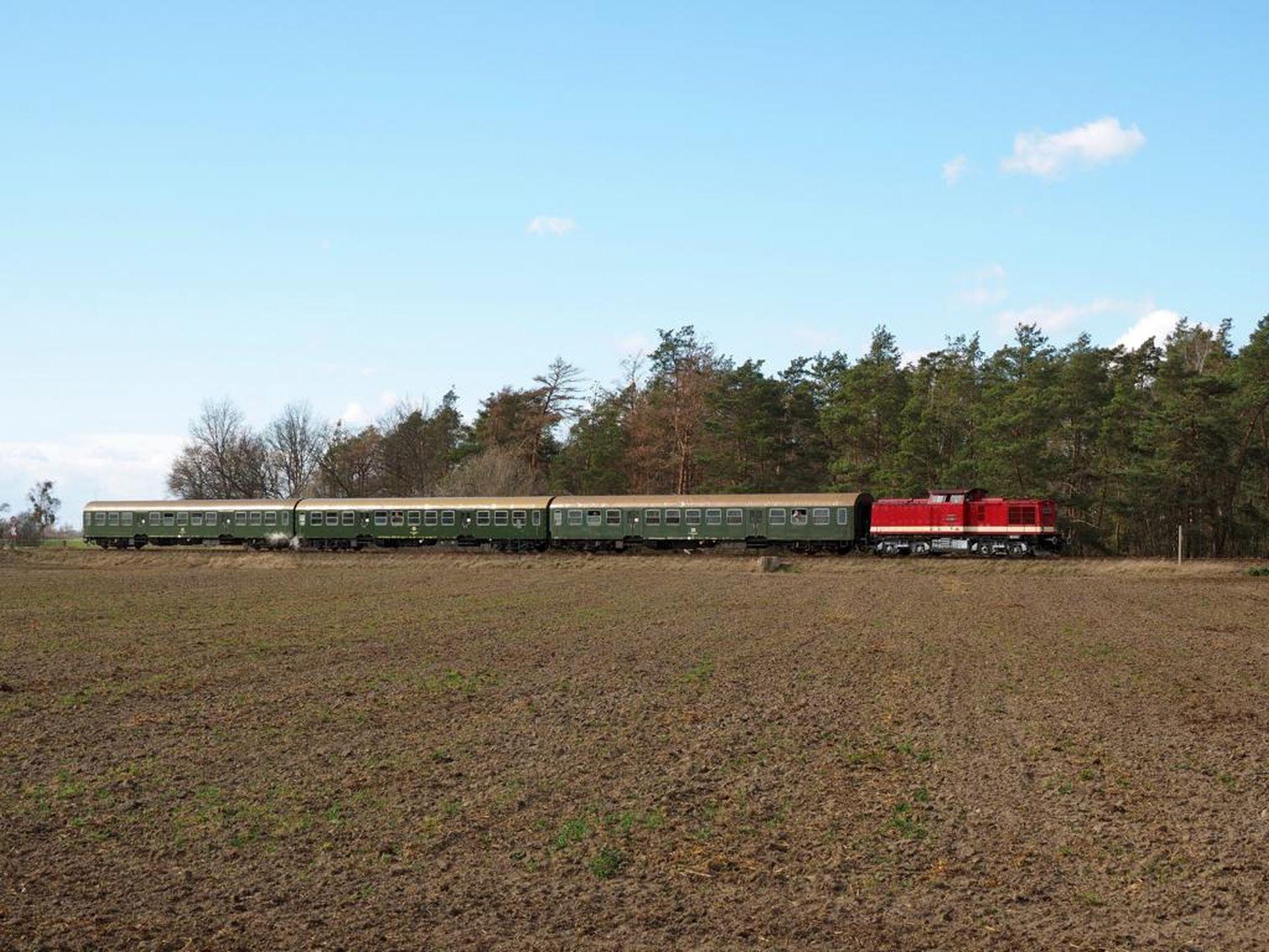 Muzejní vozy po DR. Foto: Pressnitztalbahn
