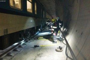 Požár Západního expresu v ejpovickém tunelu. Foto: HZS SŽDC
