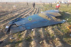 Zbytky Boeingu 737-800 Ukraine International po nehodě v Íránu. Foto: JACDEC