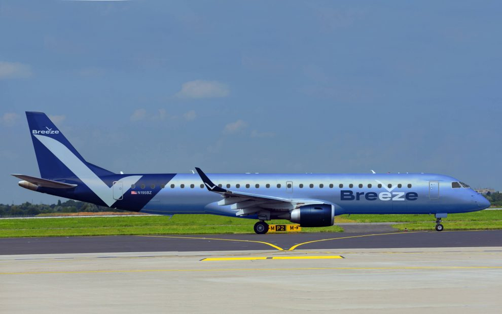 Embraer E195 v barvách Breeze Aviation