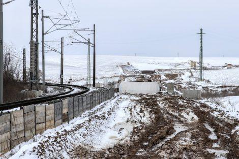 Opouštíme terénní zářez a na dohled je budoucí vjezdový portál tunelu Mezno. Autor: Správa železnic