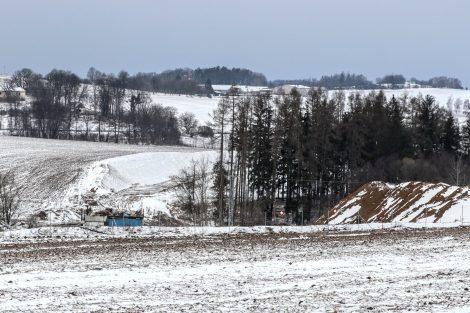Pole, pod kterým vede tunel Mezno. Autor: Správa železnic