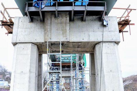 Dvoutrámová spřažená ocelobetonová konstrukce o pěti polích – směrem od jihu – 33 m, 38 m, 38 m, 38 m, 33 m. Celkem tedy 180 metrů. Aautor: Správa železnic