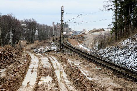 Budoucí napojení a Nazdický zářez, který je nutné rozšířit pro druhou kolej. Autor: Správa železnic