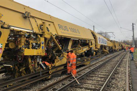 Nový kolejový stroj RUS 1000 S. Pramen: Swietelsky Rail