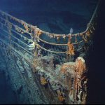 Vrak Titanicu v roce 2004. Autor: Courtesy of NOAA/Institute for Exploration/University of Rhode Island (NOAA/IFE/URI). – http://www.gc.noaa.gov/gcil_titanic.html, Volné dílo, https://commons.wikimedia.org/w/index.php?curid=18643198