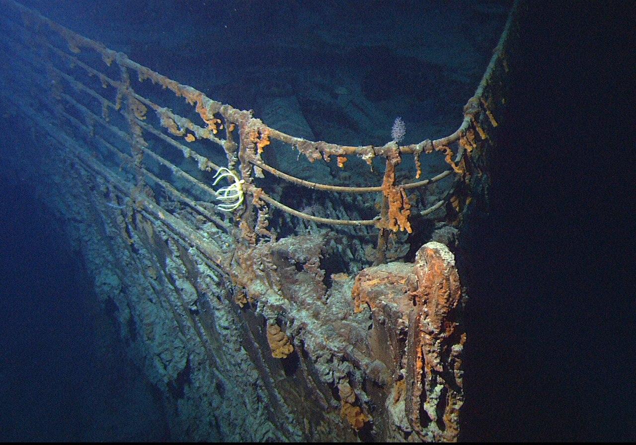 Vrak Titanicu v roce 2004. Autor: Courtesy of NOAA/Institute for Exploration/University of Rhode Island (NOAA/IFE/URI). – http://www.gc.noaa.gov/gcil_titanic.html, Volné dílo, https://commons.wikimedia.org/w/index.php?curid=18643198
