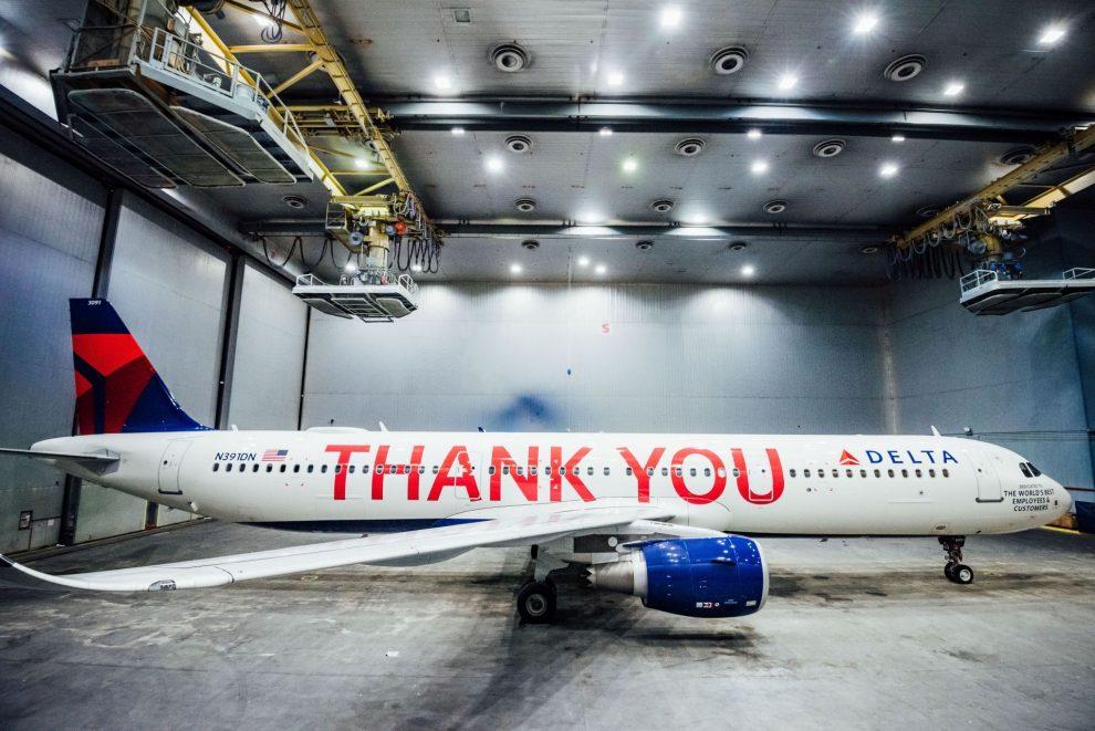 A321 Delta Air Lines v polepu se jmény všech zaměstnanců. Foto: John Paul Van Wert for Rank Studios