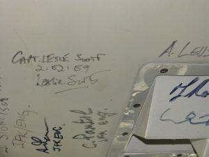 Kokpit Concordu s podpisem pilotů po rekordním letu. Letadlo je v muzeum Interpid v New Yorku. Foto: Ondřej Zaoral