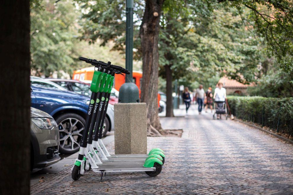Elektrické koloběžky Lime v Praze. Foto: Lime