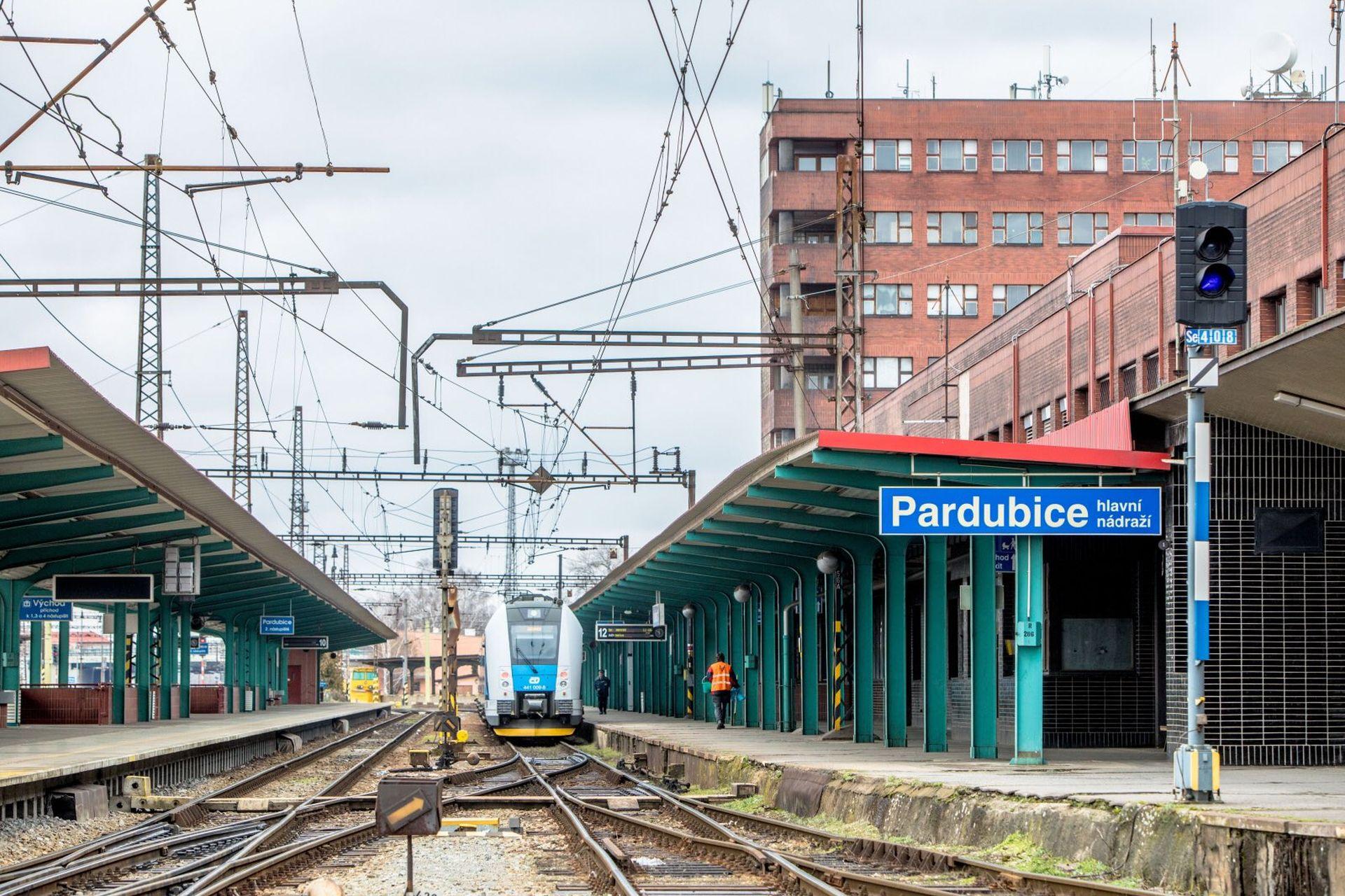 Železniční stanice Pardubice hl. n. před zahájením modernizace. Pramen: Správa železnic