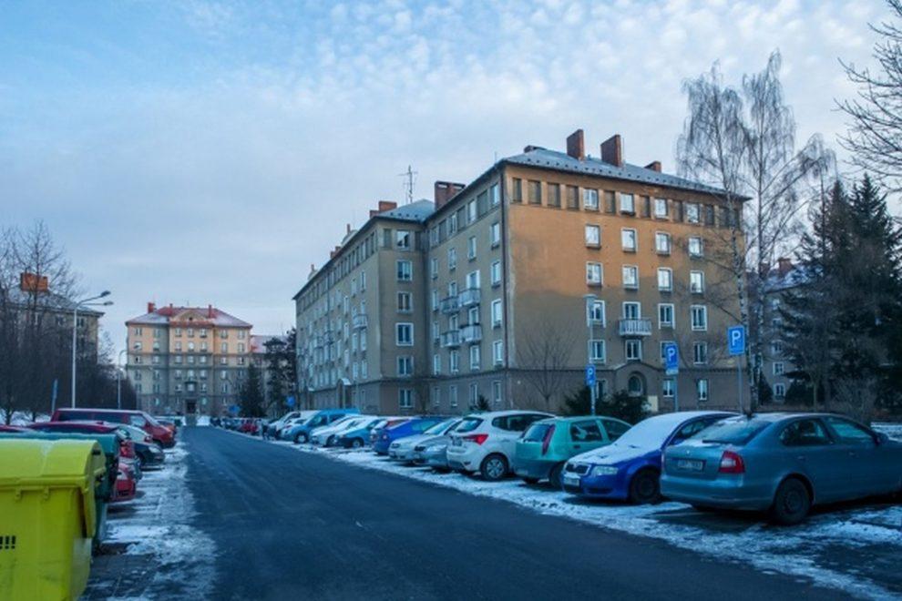 Parkování v Porubě. Foto: fajnovaporuba.cz