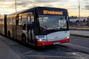 Solaris Urbino v barvách PID na Černém Mostě. Foto: Jan Sůra