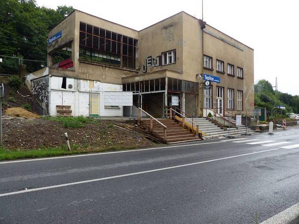 Nádražní budova Teplice nad Bečvou. Pramen: Národní památkový ústav