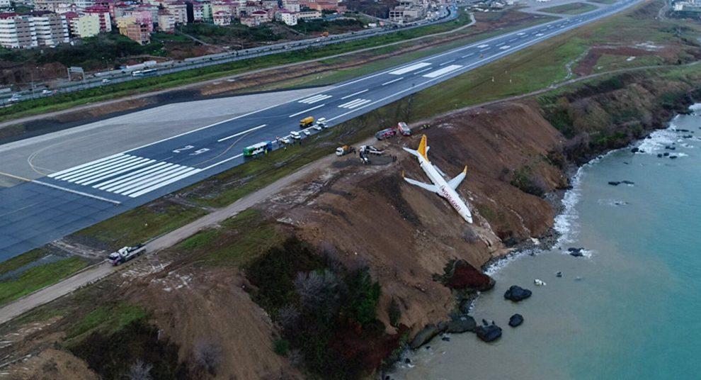 Vyjetí Boeingu 737-800 společnosti Pegasus Airlines v Trabzonu v lednu 2018