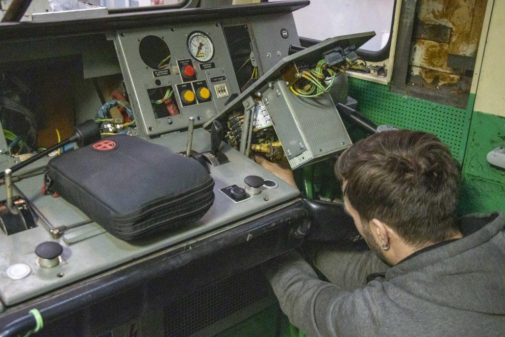 Montáž ETCS do lokomotivy 163 společnosti ČD Cargo. Foto: ČMŽO - elektronika