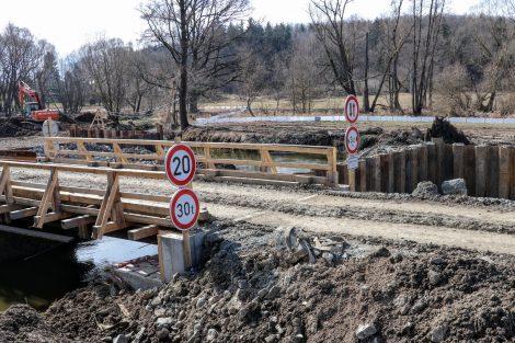 Jáma pro založení pilíře mostní estakády. Pramen: Správa železnic