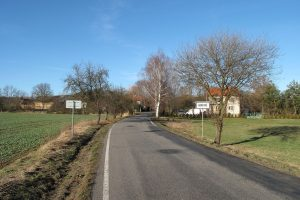 Silnice II. třídy číslo 102. Ilustrační foto. Autor: Juandev – Vlastní dílo, CC BY-SA 3.0, https://commons.wikimedia.org/w/index.php?curid=17416653