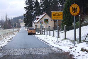 Hraniční přechod Krompach/Valy - Jonsdorf. V době nouzového stavu uzavřený. Foto: Hooveer5555/Wikimedia Commons