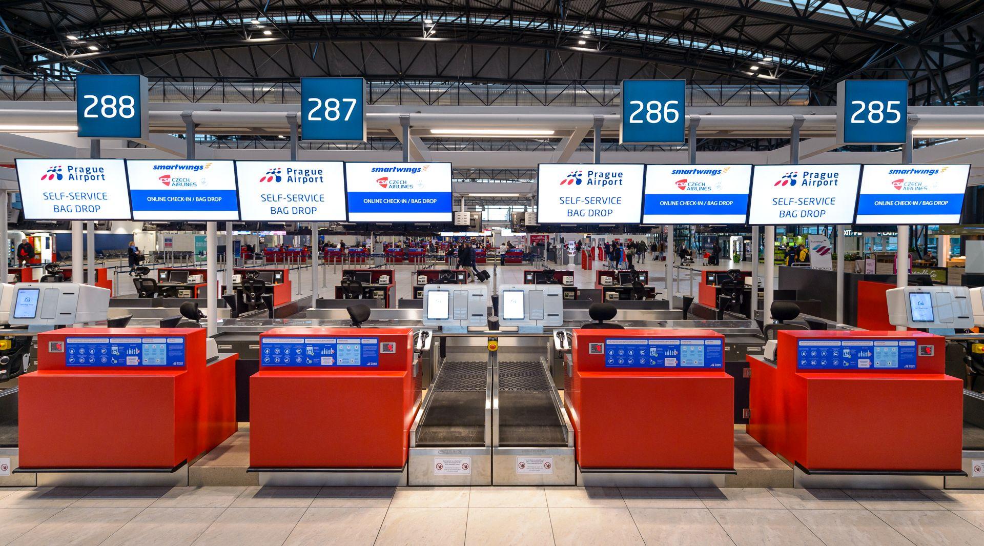 Stanoviště pro samoobslužné odbavení zavazadel. Pramen: Letiště Praha