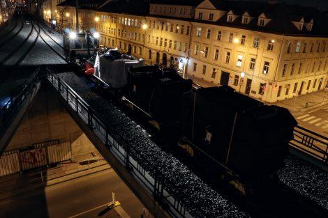 Zátěžová zkouška Negrelliho viaduktu. Pramen: Správa železnic