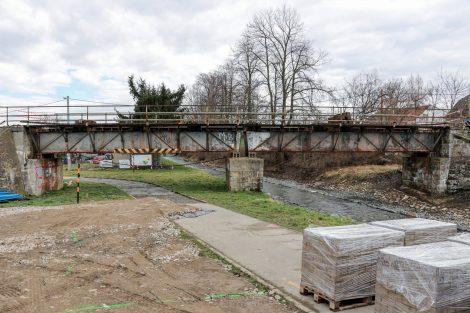 Most v Bohuňovicích přes Trusovický potok dostane rovněž novou konstrukci, nově bude jednopolový. Pramen: Správa železnic