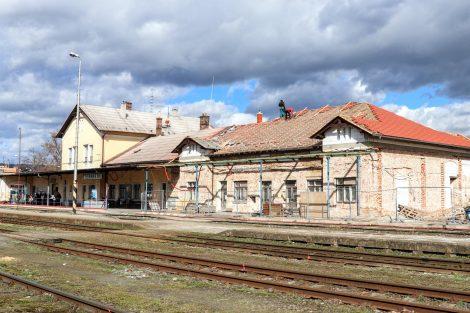 Výpravní budova stanice Šternberk, rekonstrukce a částečná demolice. Pramen: Správa železnic