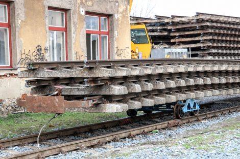 Deponie vytrhaných kolejí ve Šternberku. Pramen: Správa železnic
