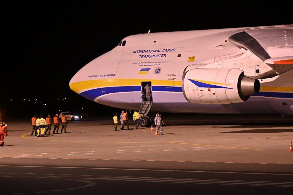Antonov An-124 Ruslan v Pardubicích. Foto: Vláda ČR