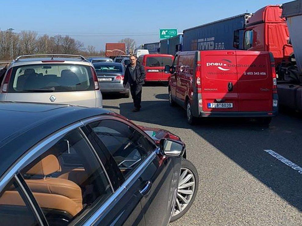 Ucpaná dálnice D1 u Bohumína. Pramen: facebook Jakuba Unucky