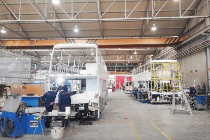 Výroba dvoupodlažních autobusů pro Ostravu. Foto: DPO