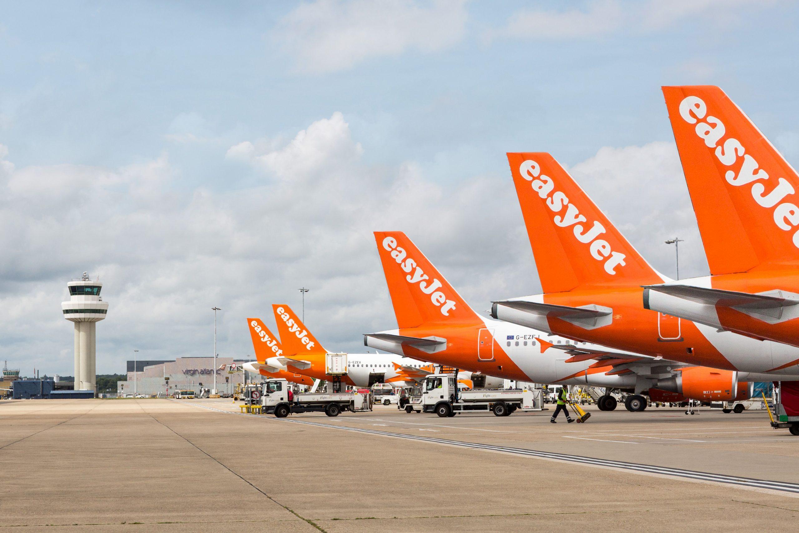 Airbusy easyJetu na letišti Gatwick v Londýně. Foto: easyJet