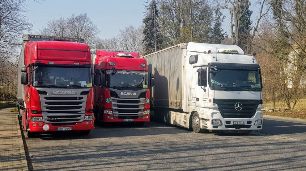 Odstavené kamiony. Foto: Zdopravy.cz / Jan Sůra