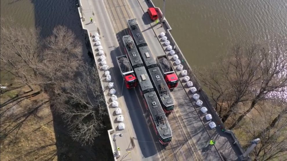 Zatěžování Libeňského mostu. Foto: TSK Praha