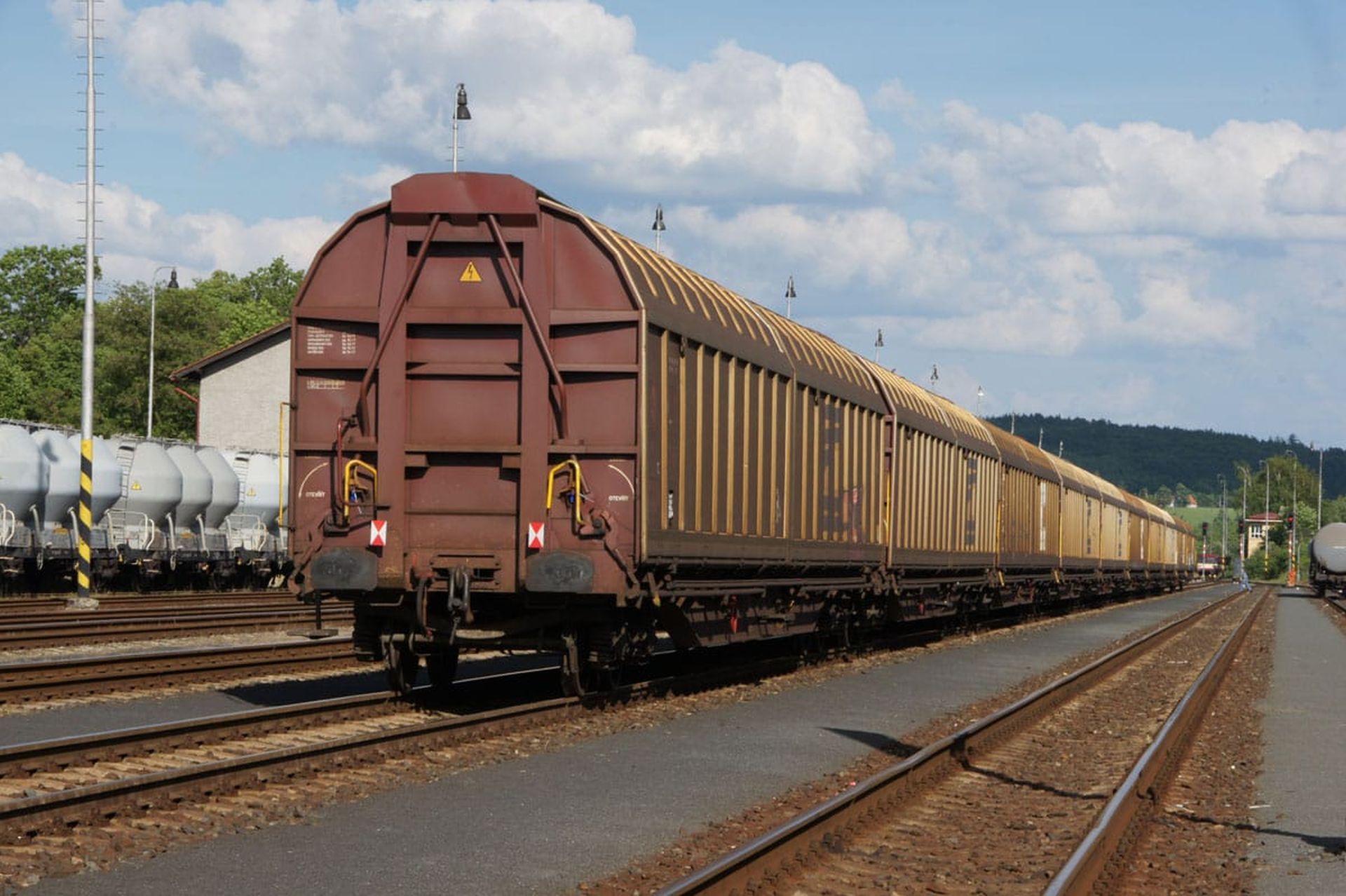 Nákladní vlak v Rakovníku. Foto: ŽESNAD.cz