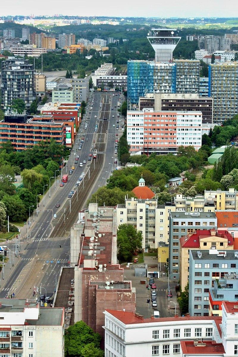 Olšanská ulice v Praze na Žižkově. Autor: VitVit – Vlastní dílo, CC BY-SA 4.0, https://commons.wikimedia.org/w/index.php?curid=80304683