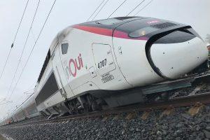 Vykolejená jednotka TGV. Pramen: twitter SNCF
