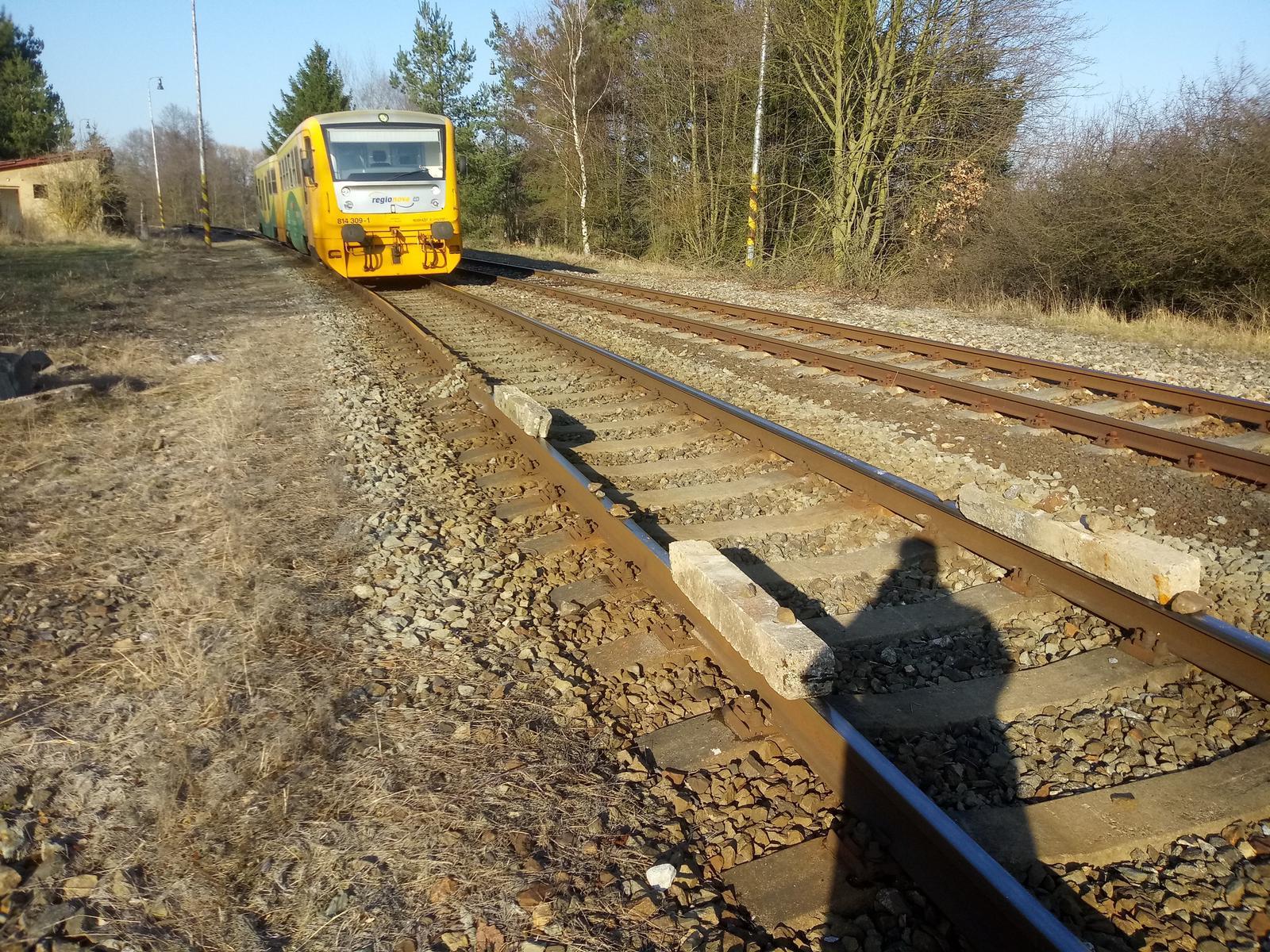 Betonové překážky na kolejnicích ve stanici Tochovice. Foto: České dráhy